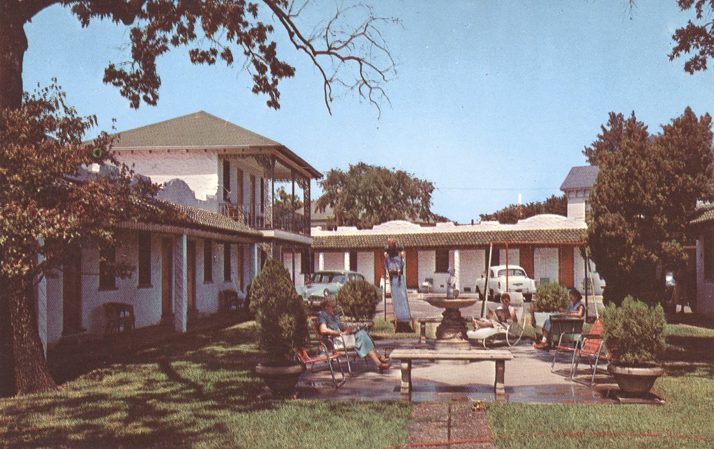 Park Plaza Motel Patio - Texarkana, Arkansas-Texas