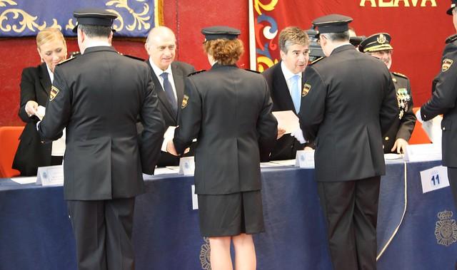 El ministro del interior ha presidido en madrid la jura de for Ministro de la policia nacional