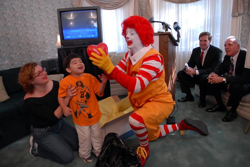 Ronald mcdonald house celebrity friends of obama