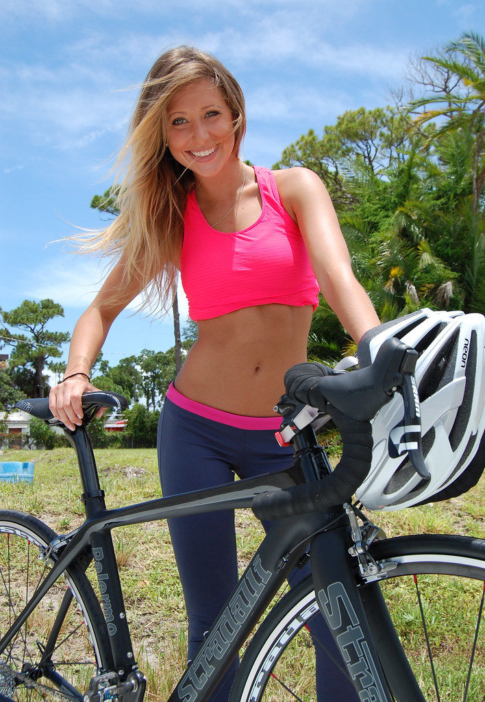 Playboy playmate gwen barker riding stradalli palermo carb - Pictures of chicks on bikes ...