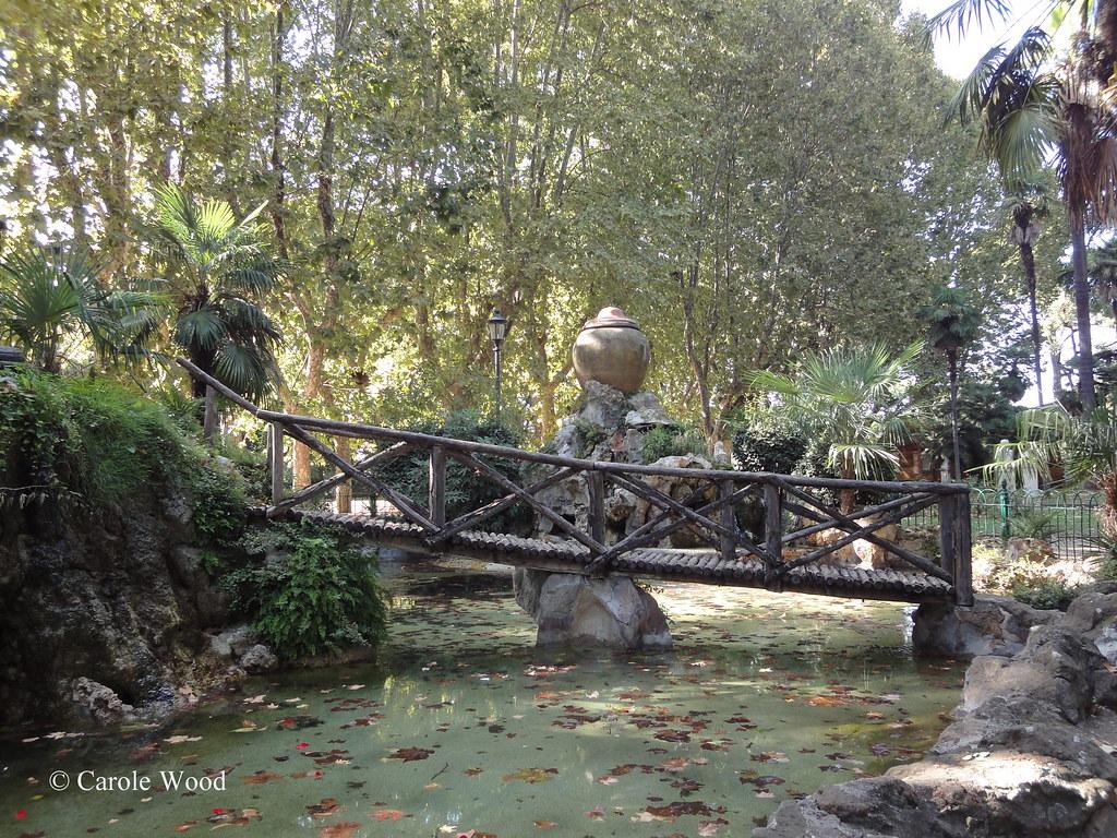 Giardini del pincio orologio ad acqua roma italia foto
