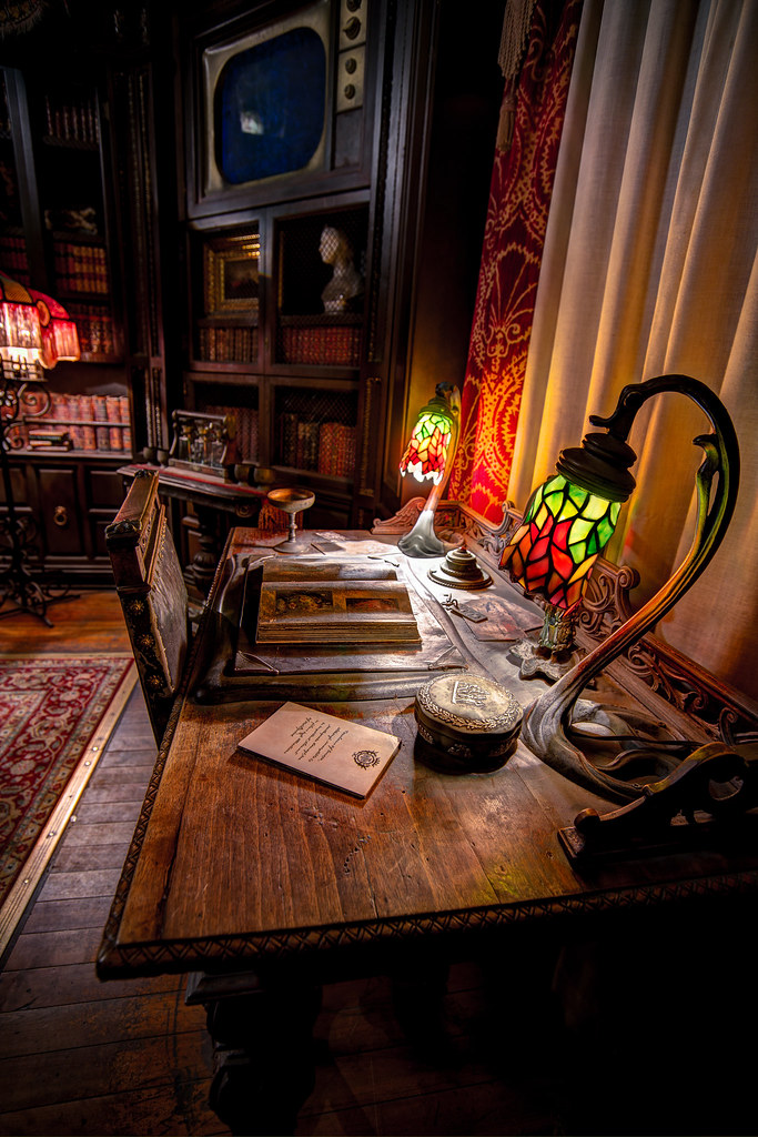 Hollywood Studios: Tower of Terror: Library | This shot ... Hollywood Tower Of Terror Inside