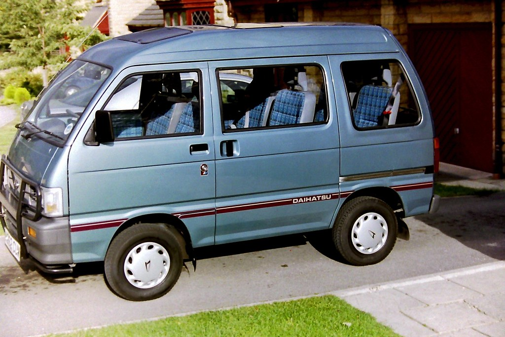 Daihatsu Hijet MPV 6 seater twin sunroof | All the mod-cons … | Flickr