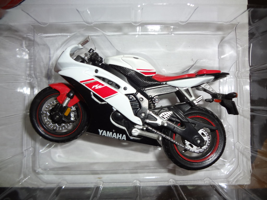 C E C B on Yamaha R6 Bike Model