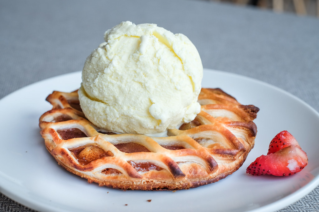 Pizza Hut's new Apple Tart with Ice Cream