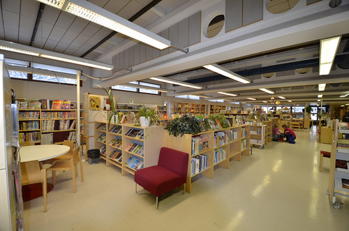 Soukan kirjastoa   Soukan kirjastoa helmikuussa 2012   HelMet-kirjasto   Flickr