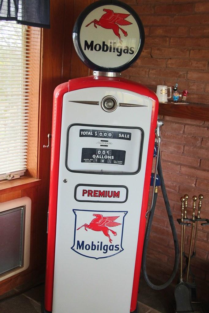 Vintage gas pump/Mobil gas/Mobil gas pump | Mobil gas ...
