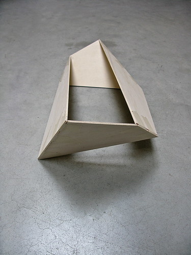 Studie in hout grondplan 22 x 44 x 22 x 44 cm simon for Triangle concept architecture