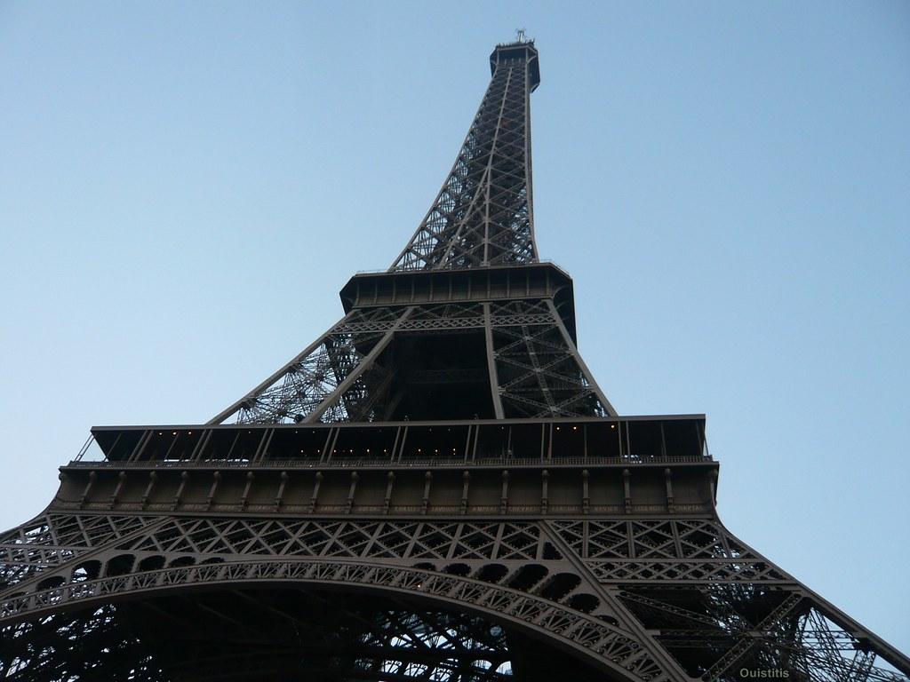 la tour eiffel vue d 39 en bas la dame de fer paris france flickr. Black Bedroom Furniture Sets. Home Design Ideas
