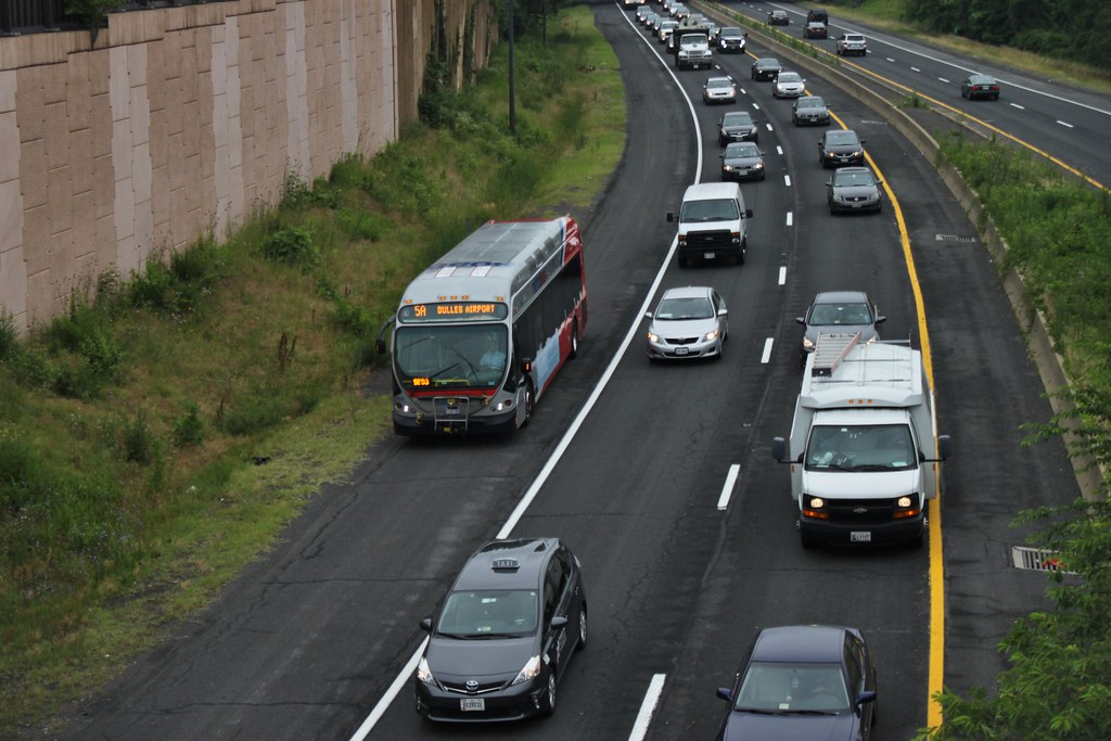 Metrobus shoulder bypass in Arlington, VA