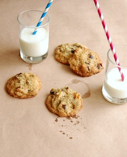 Fruit and nut cookies / Cookies de frutas secas | by Patricia Scarpin