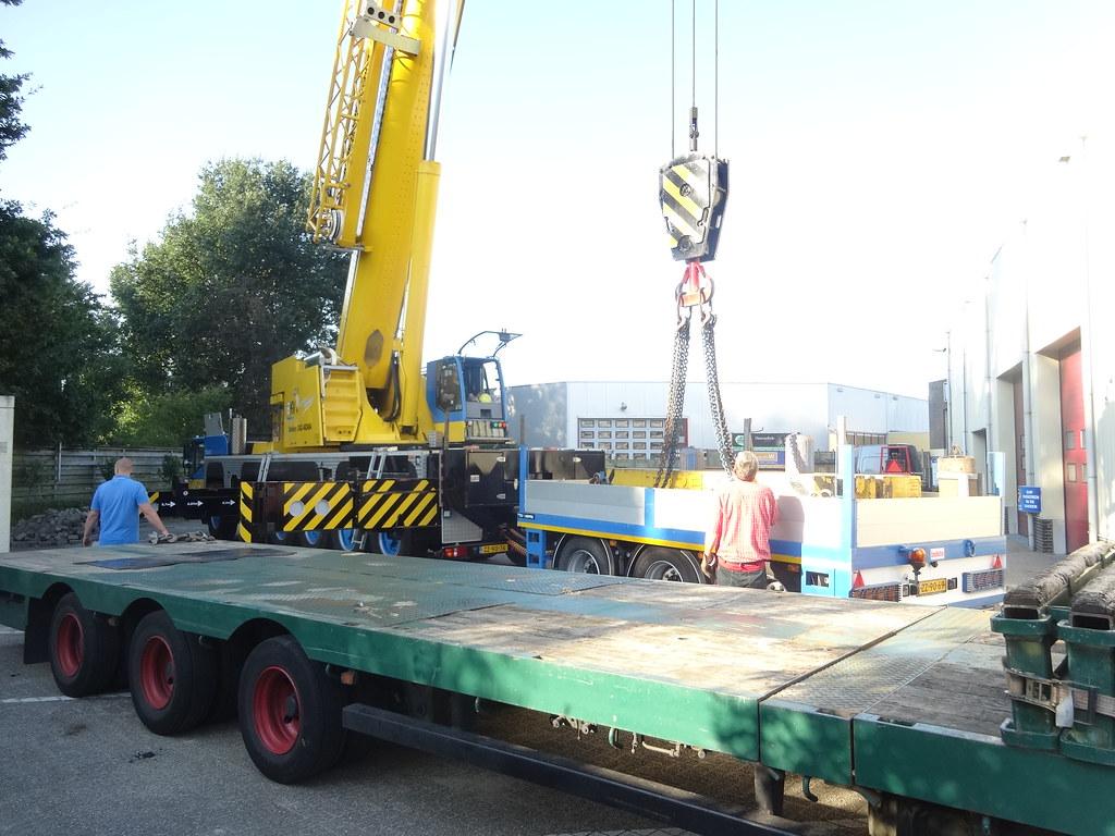 ... ZZ-90-76 Demag AC 200 2011 en ZZ-90-69 GS