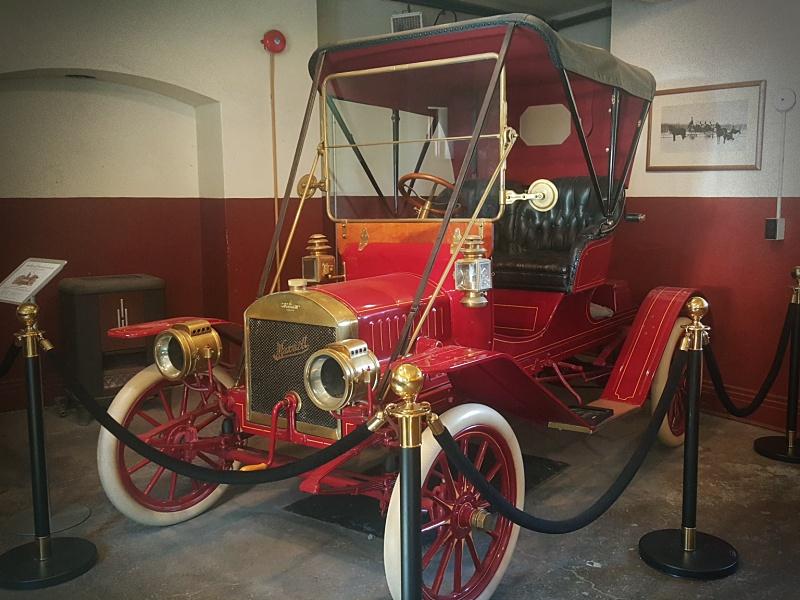 Casa Loma vintage car