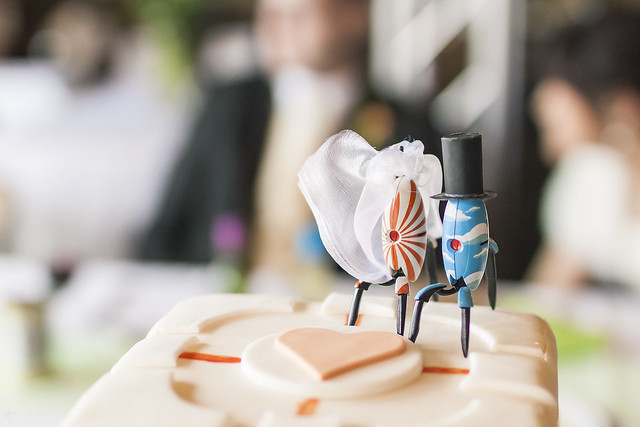 portal 2 wedding cake 20130413 f0001 the portal wedding cake topper 18697