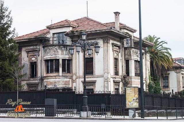 Viejas casas de la fabrica de armas en la calle adelantado de la florida con tenderina alta de - Casa de asturias madrid ...