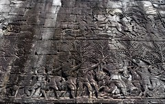 Angkor (Camboya). Templo Bayon. Relieves de la galería exterior. Combate del ejército Kmer con el ejército Cham