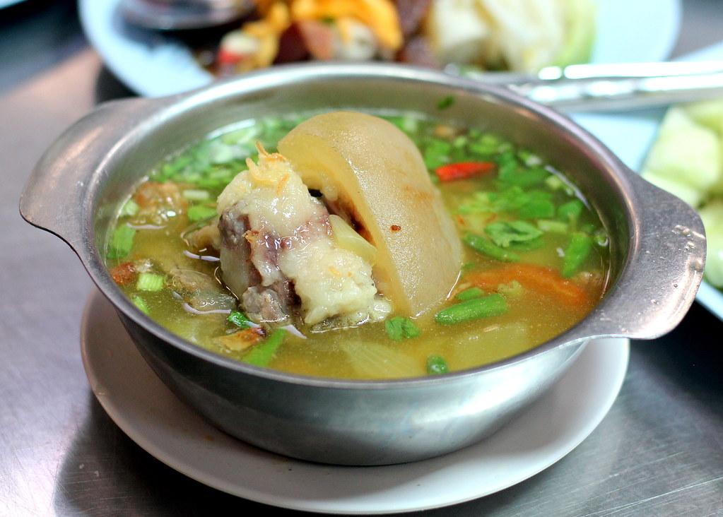 aeisah-rotdee-oxtail-soup