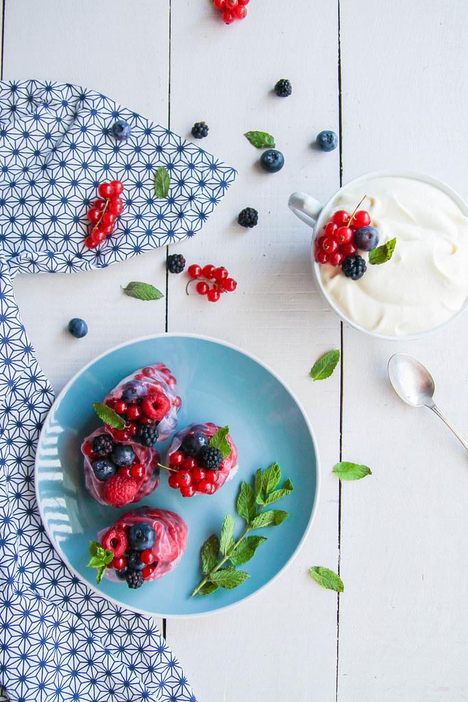 Rouleaux de printemps aux fruits et sauce chocolat blanc
