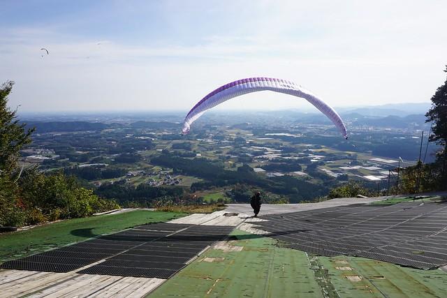 赤岩山 パラグライダーが飛び立つ瞬間