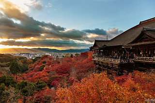 Sunset at Kiyomizu-dera 清水寺 Kyoto, japan | by Oilfighter