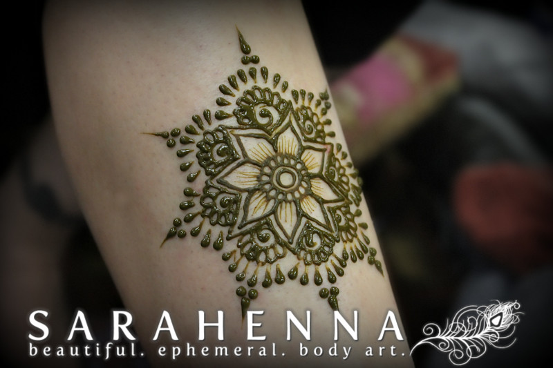 Sarah Zia Mehndi Designs : Simple henna flower quick design for another conference