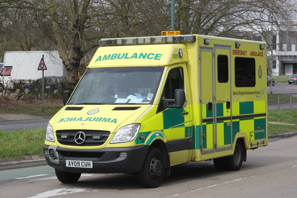 Mercedes Benz Sprinter >> East of England Ambulance Service . 320 AY09CUH . Velizy W… | Flickr