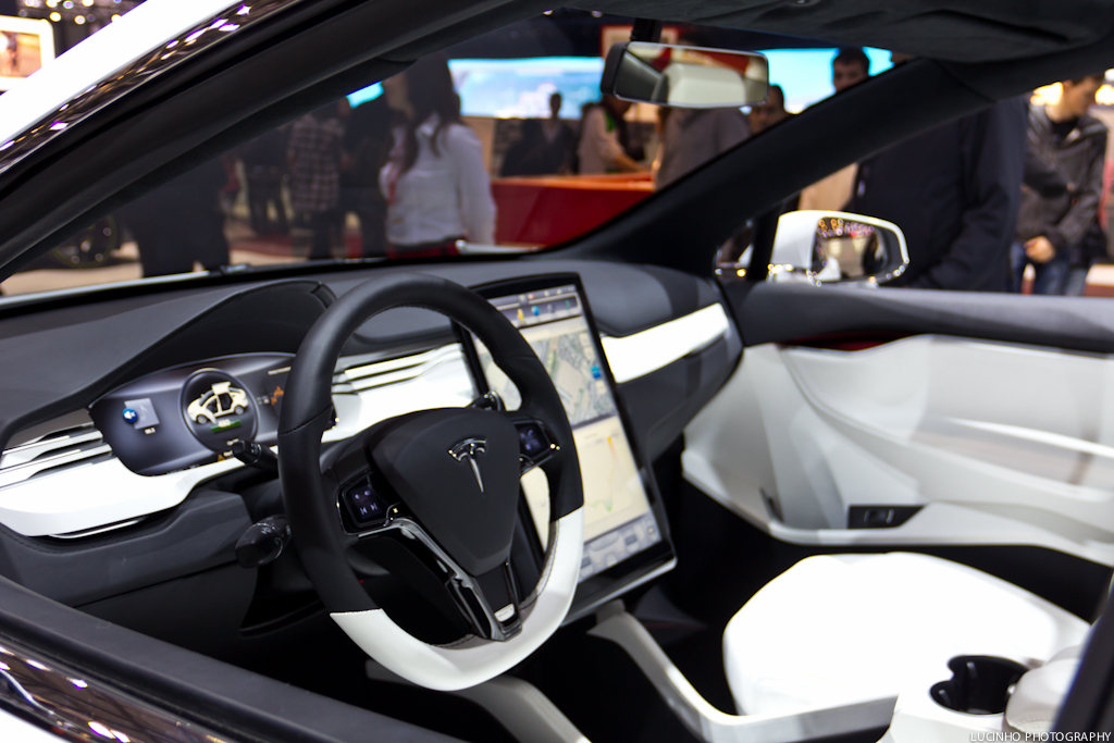 Tesla model x interior ginevra 2013 blog youtube for Tesla model x interieur