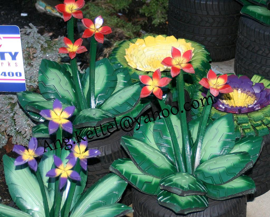 Цветы из автомобильных покрышек фото