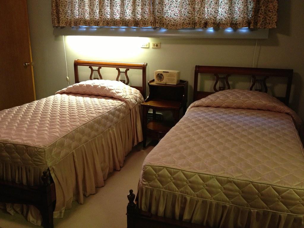 Twin Beds White Platform