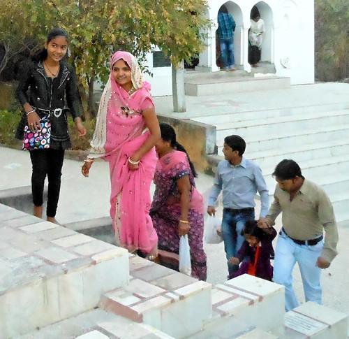 Sonagiri pilgrims | PIlgrims visiting the Jain Digambara ...