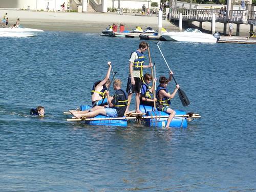 2016-09 Fiesta Island Making raft from barrels