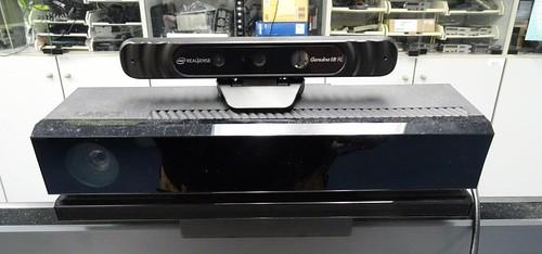 和 Kinect v2 比較