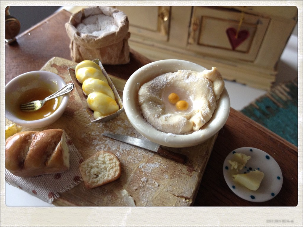 Fresh Homemade Bread Preparation Board Dollhouse Miniatu