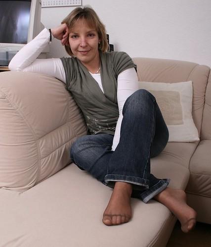 ROUND worshipping mature women s stockinged feet hot