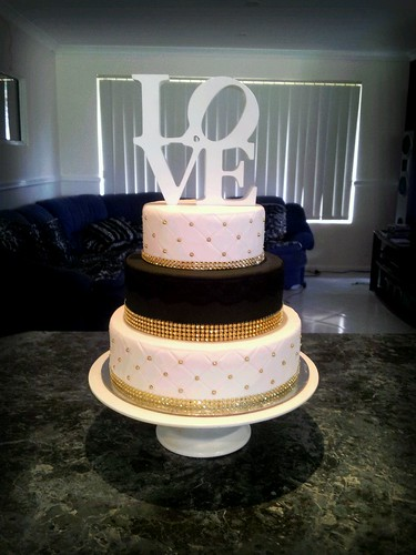 Love Gold Black And White Wedding Cake Helen Flickr