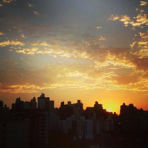Mais um lindo horizonte no final de tarde em Campinas. Ten