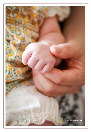 お宮参り写真 100日参り 愛知県長久手市 双子の赤ちゃん 男の子 女の子 家族写真 ベビーフォト 着物 ベビードレス ファミリーフォト データ納品 自然な