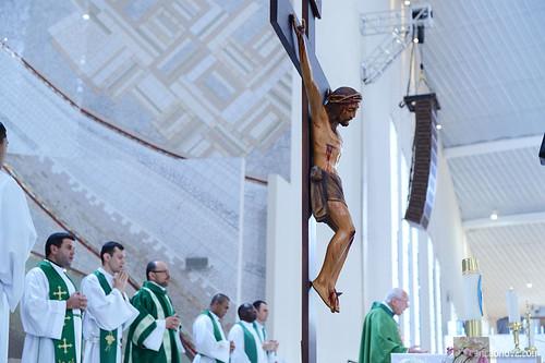 Monsenhor Jonas Abib celebra Missa no segundo dia do Tríduo em preparação para a Festa da Exaltação da Santa Cruz.