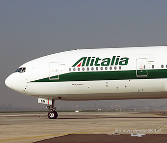 Alitalia B777-200ER taxiing out (RD)