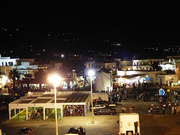 arrivée de nuit à Paros