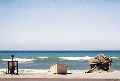 Frente al mar Waterfront by Juana Pérez