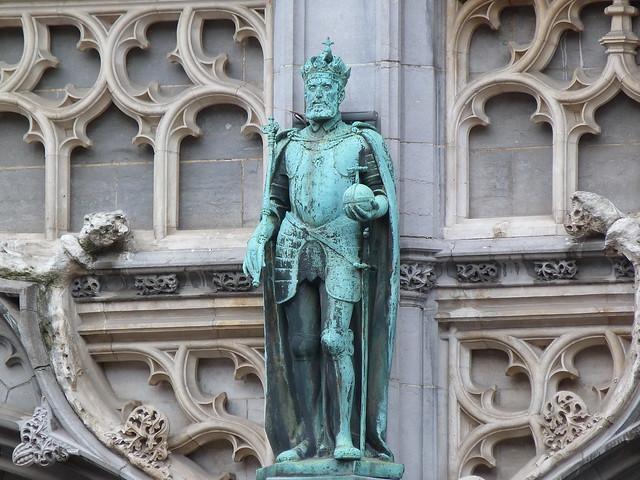Estatua de Carlos V en la Maison du Roi de la Grand Place de Bruselas