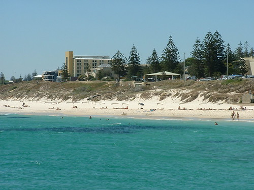 how to get to cottesloe beach from fremantle