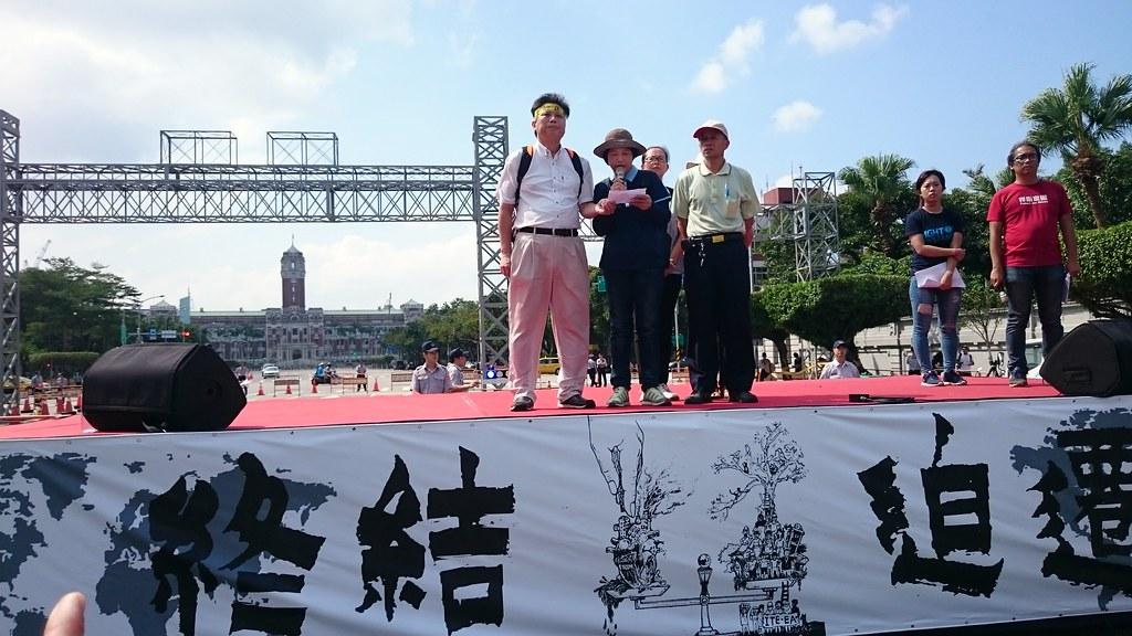 政大地政系教授徐世榮呼籲新政府找回轉型正義,一定要終結迫遷人民的做法。攝影:賴品瑀。