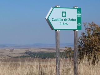 Señal de cómo llegar al castillo de Zafra