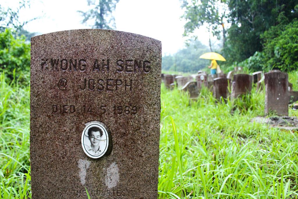 雙溪毛糯院內藏有一處「五一三」事件死難者的墓園,近年才較為人知,但一些老院民仍記得當初協助處理屍體的場景。(攝影:何欣潔)