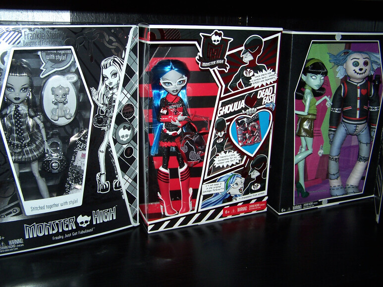 Sdcc-monster-high-2010-2011-2012-ghoulia-frankie-scarah-hoodude