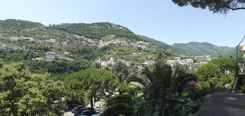 Piazza Vescovado, Ravello - mountains view - panoramic | by ell brown