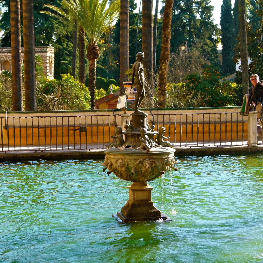 Fuente de mercurio en los jardines de los reales alc zares for Los jardines de lola
