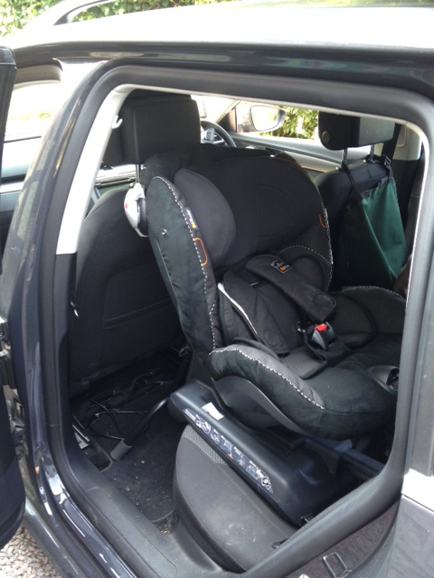 besafe izi combi x3 isofix in a vw passat 2011 securatot. Black Bedroom Furniture Sets. Home Design Ideas